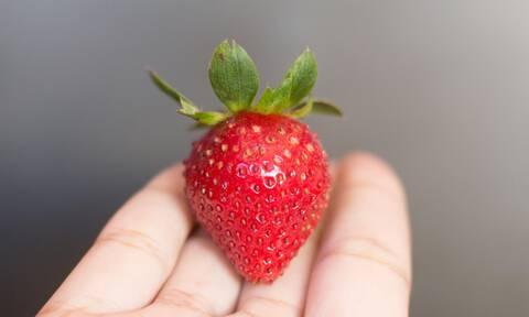 Τα 5 οφέλη που προσφέρει η φράουλα στο δέρμα σου