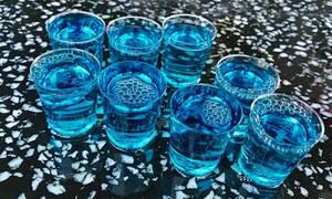 Θα κλάψεις! Παρέα βρήκε τον πιο ευφάνταστο τρόπο να πίνει μαζί τα ποτά της στην καραντίνα (pics)