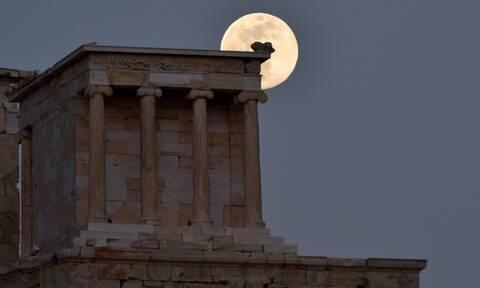 Πανσέληνος Μαΐου 2020: Μαγικές εικόνες από το... σχεδόν ολόγιομο φεγγάρι