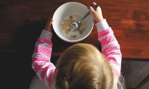 Κορονοϊός στις ΗΠΑ: Σχεδόν ένα στα πέντε παιδία δεν τρώει αρκετά λόγω έλλειψης χρημάτων