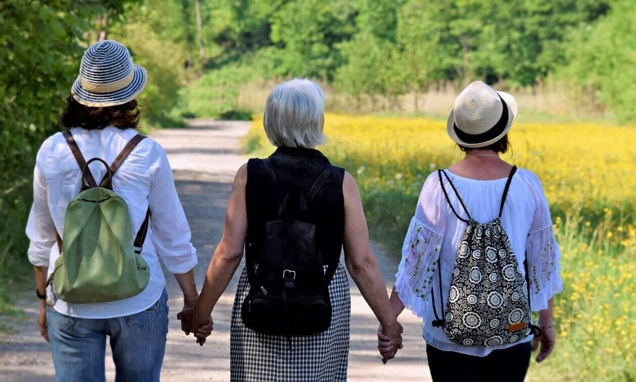 Ημέρα της μητέρας: Από τη γιαγιά μου, στη μητέρα μου και σ' εμένα: Τι άλλαξε σε τρεις γενιές μαμάδων
