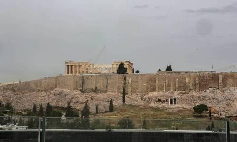 Κανείς πάνω από την Ακρόπολη! - Η απόφαση του Χατζηδάκη για τα κτήρια στην Αθήνα