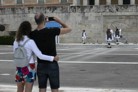 Συμμαχία Ελλάδας και 6 χωρών που περιόρισαν τον κορονοϊό για την ενίσχυση του τουρισμού
