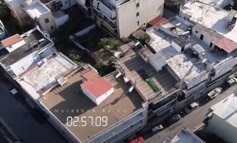Ο Έλληνας που έτρεξε μαραθώνιο στην ταράτσα του για φιλανθρωπικό σκοπό! (video+photos)