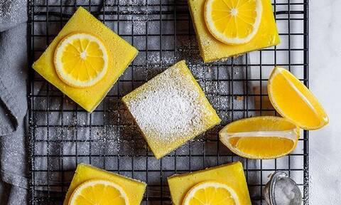 Μπάρες λεμονιού: ό,τι πιο δροσερό έχεις δοκιμάσει για επιδόρπιο