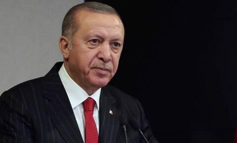 «Καταρρέει» η τουρκική λίρα: Ένα βήμα πριν τη χρεοκοπία ο Ερντογάν