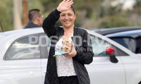 Έλενα Παπαρίζου: Μπήκε σε καραντίνα κι έχασε κιλά! Στο σούπερ μάρκετ με αθλητικά – Αγνώριστη