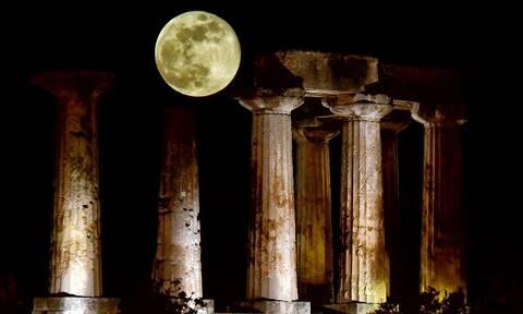«Φεγγάρι, μάγια μου 'κανες...»: Μαγικές εικόνες από την υπερπανσέληνο σε όλη την Ελλάδα
