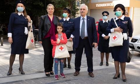 Παγκόσμια Ημέρα Ερυθρού Σταύρου: Διανομή ειδών ατομικής προστασίας στο κέντρο της Αθήνας