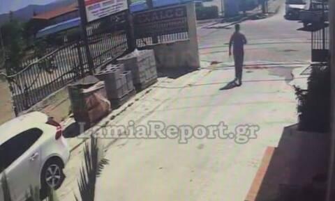 Λαμία: Βίντεο ντοκουμέντο από σοβαρό τροχαίο με μηχανάκι - Το κράνος του έσωσε τη ζωή