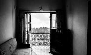 Τρόμος: Άκουσε ένα θόρυβο και βγήκε στο μπαλκόνι του – Δεν πίστευε στα μάτια του