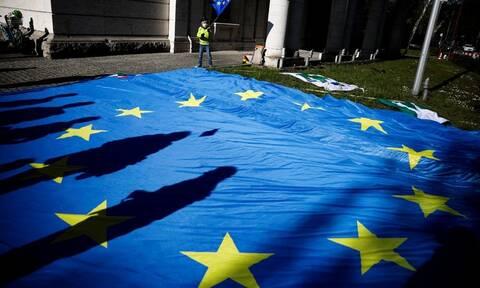 Κομισιόν: Να μείνουν κλειστά τα εξωτερικά σύνορα της ΕΕ έως τις 15 Ιουνίου