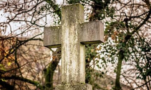 Έθαψε ζωντανή την παράλυτη μητέρα του – Τρεις μέρες μετά συνέβη το θαύμα