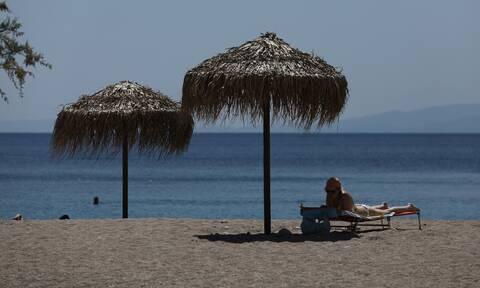Το καλοκαίρι μας: Οι αλλαγές στις παραλίες - Βουτιές με drone, αποστάσεις και... απολυμάνσεις