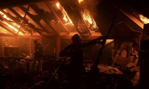 Φωτιά ΤΩΡΑ: Στις φλόγες βιοτεχνία στα Σπάτα Αττικής