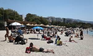 Ποιες αποστάσεις; Χαμός στις παραλίες της Αττικής - Δεν τηρούν τα μέτρα ασφαλείας