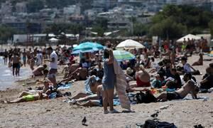 Ποιος κορονοϊός; Κοσμοπλημμύρα στις παραλίες της Αττικής το πρώτο Σάββατο άρσης των μέτρων