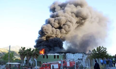 Κρήτη: Εικόνες που σοκάρουν από την πυρκαγιά στο Ηράκλειο - Εναέρια πλάνα από το εργοστάσιο