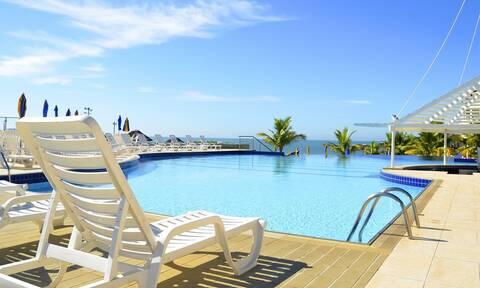 Επιστροφή στην κανονικότητα και στον τουρισμό: Όλο το σχέδιο για παραλίες, ξενοδοχεία, πισίνες
