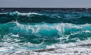 Απίστευτες εικόνες: Το φαινόμενο στη θάλασσα που κόβει την ανάσα