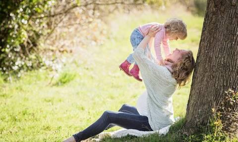 Ημέρα της μητέρας 2020: Η φωτογραφία που συγκλονίζει την ανθρωπότητα