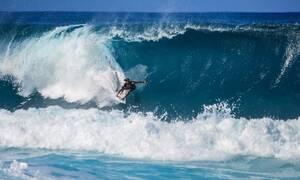 Σοκαριστικές εικόνες: Η στιγμή που καρχαρίας «αιχμαλωτίζει» σέρφερ (pics)