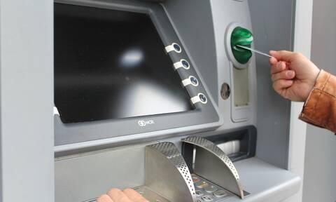 Τρόμος στο ATM: Πήγαν να βγάλουν λεφτά και έπαθαν ΣΟΚ (pics)