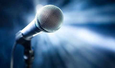 Σάλος: Τραγουδιστής εμφανίστηκε σε εκπομπή… γυμνός – «Πάγωσαν» παρουσιαστές και τηλεθεατές