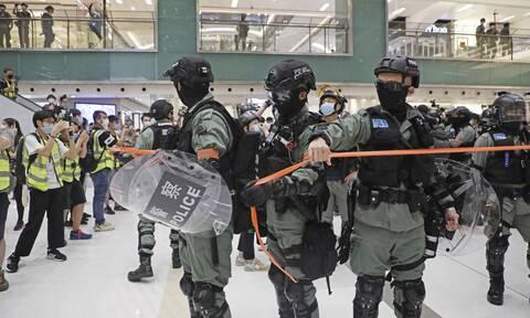 Χονγκ Κονγκ: Ακτιβιστές συγκρούστηκαν με αστυνομικούς - Τουλάχιστον τρεις συλλήψεις