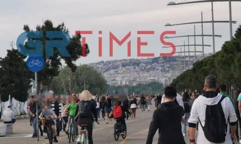 Άρση μέτρων: «Πλημμύρισε» με κόσμο η Νέα Παραλία Θεσσαλονίκης