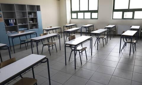 Ανοίγουν τα σχολεία: Η Γ' λυκείου επιστρέφει στα θρανία - Τι να προσέξουν μαθητές και εκπαιδευτικοί