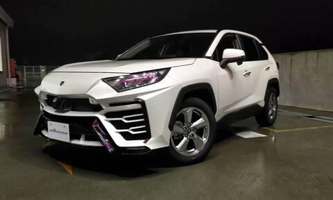 H αποθέωση της ματαιοδοξίας: Κιτ που κάνει το RAV4 της Toyota να μοιάζει με τη Lamborghini Urus