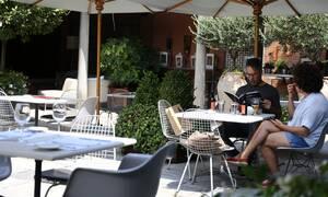 Άρση μέτρων – Σύψας: Ανοιχτό το ενδεχόμενο να ανοίξουν νωρίτερα καφετέριες και εστιατόρια