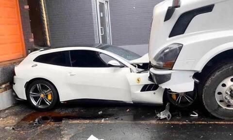 Εκνευρισμένος φορτηγατζής «έλιωσε» τη Ferrari του αφεντικού του