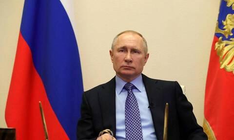 Путин поручил представить план по восстановлению экономики к 1 июня