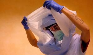Κορονοϊός: Μεγαλύτερος ο κίνδυνος έκθεσης για τους υγειονομικούς, όμως νοσούν πιο ήπια – Έρευνα