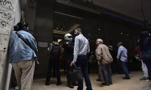 Κορονοϊός: Ουρές για δεύτερη μέρα στα κεντρικά της ΔΕΗ
