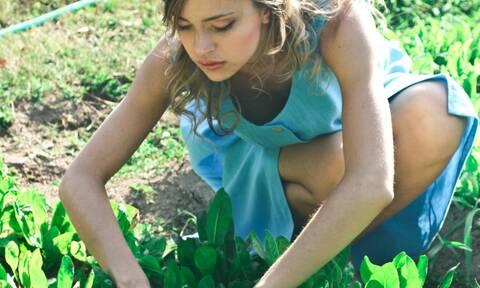 Ψάχνεις τρόπο για να κάψεις θερμίδες; Ασχολήσου με την κηπουρική!