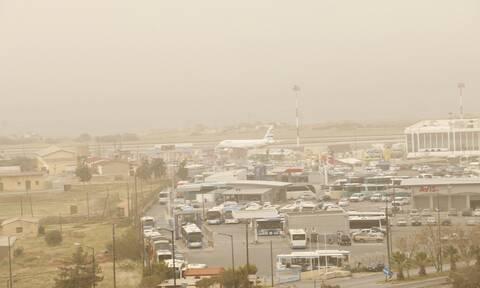 Καιρός: «Κοκτέιλ» ζέστης και αφρικανικής σκόνης κυκλώνει την Ελλάδα-Πότε θα «χτυπήσει» ο καύσωνας