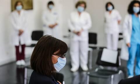 Στον «Ευαγγελισμό» η Σακελλαροπούλου: «Νίκη του Συστήματος Υγείας και των προσώπων που το αποτελούν»