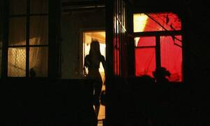 Βόλος: Νύχτες ακολασίας με γάντια, μάσκες και... θερμομετρήσεις