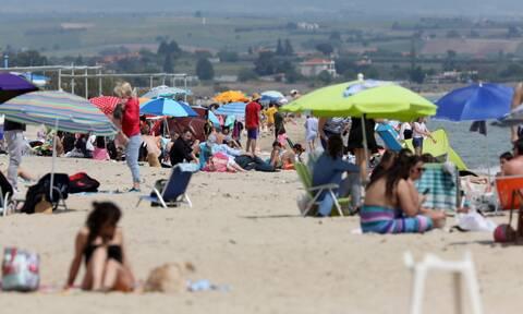 Ρεπορτάζ Newsbomb.gr: Ανοίγουν το Σαββατοκύριακο οι οργανωμένες παραλίες - Πώς ελήφθη η απόφαση
