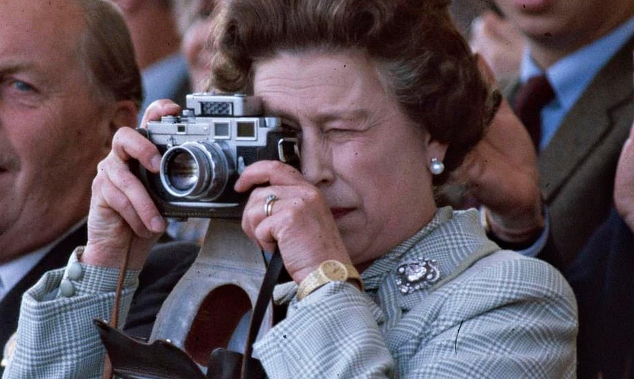 Δείτε σπάνιες φωτογραφίες της βασίλισσας Ελισάβετ - Τι έχει αλλάξει στην εμφάνισή της (pics)