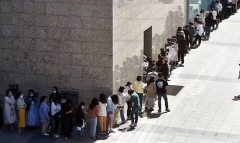 Κορονοϊός - Νότια Κορέα: Απίστευτες εικόνες - Δείτε τι έγινε έξω από κατάστημα της Chanel
