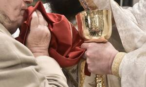 Άγιο Όρος: Συμμόρφωση με τα μέτρα κατά του κορονοϊού αλλά «απαραίτητη» η Θεία Κοινωνία