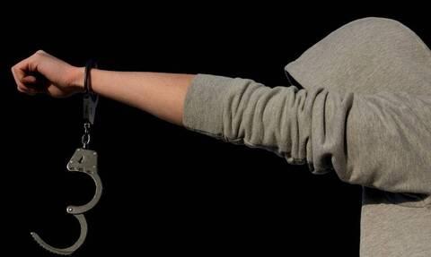 Λαμία: Ληστής ανέβηκε στα... κεραμίδια της στέγης για να γλιτώσει τη σύλληψη