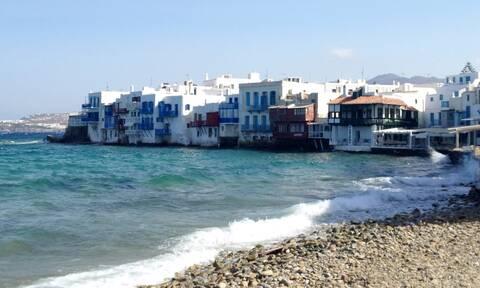 Από τις πλατείες στις πλαζ – Πώς η κυβέρνηση άνοιξε τις παραλίες και τι θα γίνει με τον τουρισμό