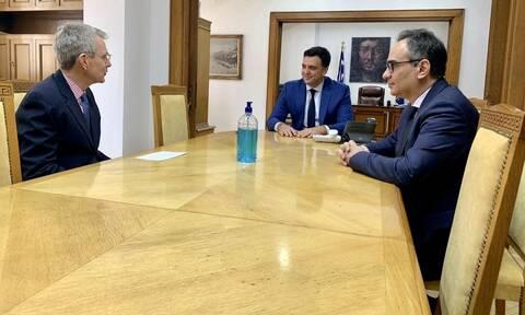 Κορονοϊός: Συνάντηση Κικίλια με τον πρέσβη των ΗΠΑ – Έρχονται τεστ αντισωμάτων