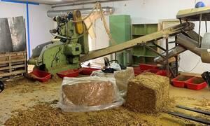Κατασχέθηκαν 25 τόνοι καπνού σε παράνομο εργοστάσιο - Συνελήφθησαν τέσσερα άτομα