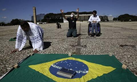 Ο κορονοϊός «σαρώνει» τη Βραζιλία: 844 θάνατοι και ρεκόρ με 13.944 κρούσματα μόλυνσης σε 24 ώρες